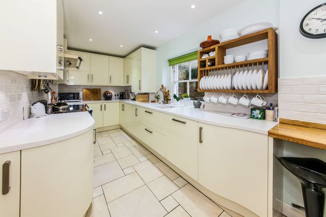Thumbnail Flat for sale in Royal Earlswood Park, Redhill