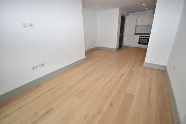 Thumbnail Flat to rent in Zenith House, Lawrence Road