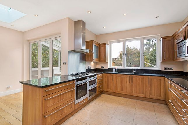 Thumbnail Property to rent in Queens Road, Wimbledon