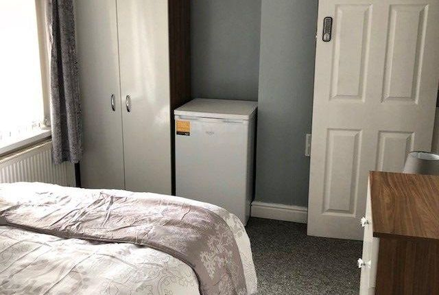 Thumbnail Room to rent in Grangefield Avenue, New Rossington, Doncaster