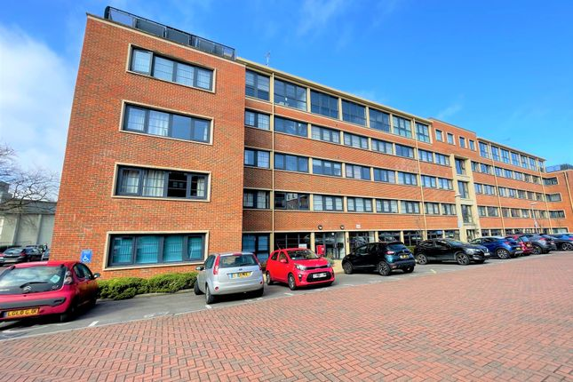 2 bed flat to rent in Wessex Court, Kestrel Road, Farnborough, Hampshire GU14