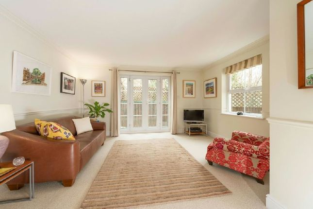 2 bed flat for sale in Parkgate Mews, Stanhope Road, Highgate