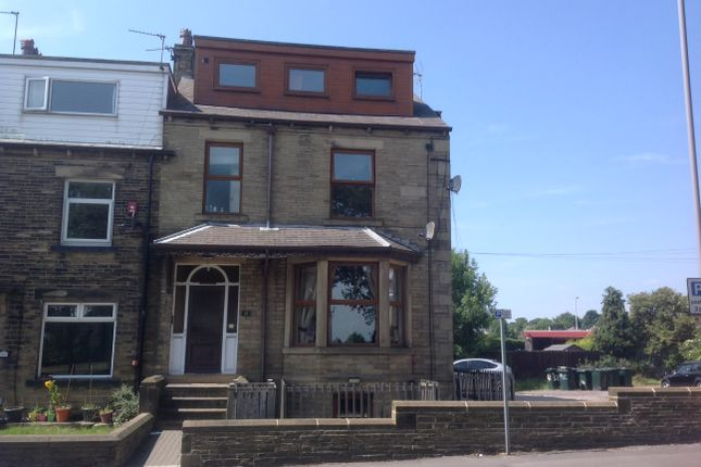 Thumbnail Flat to rent in Cleckheaton Road, Bradford