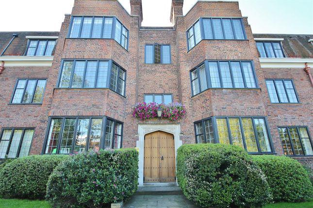 4 bed flat for sale in Manor Fields, London SW15