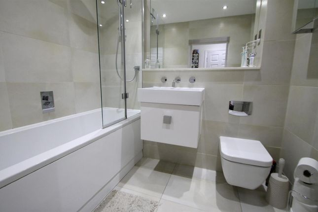 Bathroom/WC: of Royal Connaught House, Royal Connaught Drive, Bushey WD23