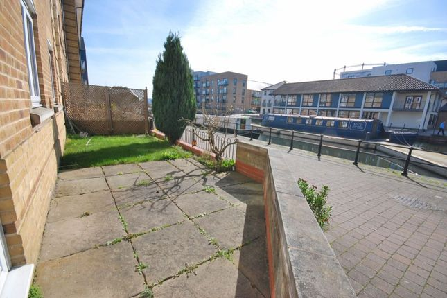 Thumbnail Flat for sale in Coates Quay, Chelmsford