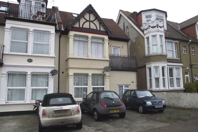 Thumbnail Flat to rent in 33 Grosvenor Road, Westcliff-On-Sea