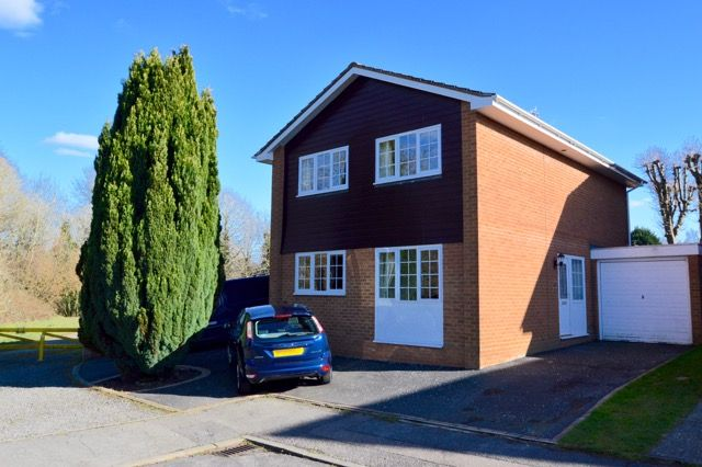 4 bed detached house for sale in Lingfield Drive, Pound Hill