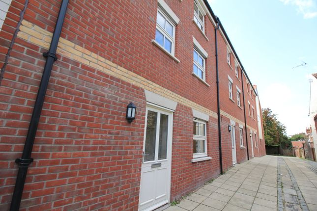 Thumbnail Town house to rent in Wall Lane, Norwich
