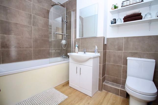 Bathroom of 46, Peartree Avenue, Southampton SO19