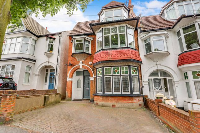 Thumbnail Flat for sale in Oakleigh Park Drive, Leigh-On-Sea, Essex