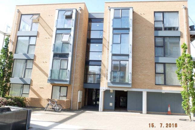 2 bed flat to rent in Cromwell Road, Cambridge