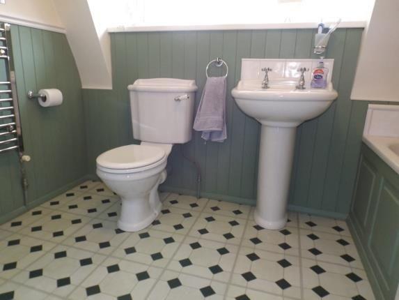 Family Bathroom of Dibden Purlieu, Southampton, Hampshire SO45