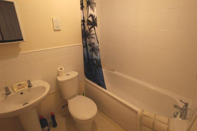 Bathroom of Tennyson Avenue, Houghton Regis, Dunstable LU5