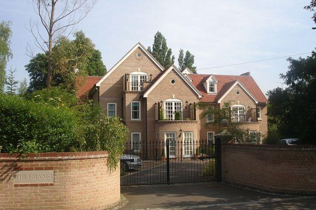 Thumbnail Flat to rent in Glebe Road, Cambridge