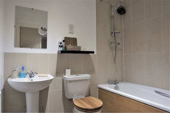 Bathroom of Salisbury Road, Dartford DA2