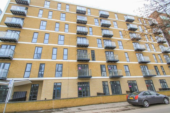 Thumbnail Flat to rent in Victoria Avenue, Southend-On-Sea
