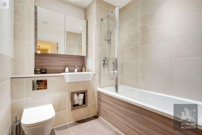 Bathroom of Lanyard Court, 24 Nellie Cressall Way, London E3