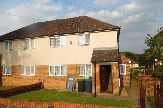 2 bed flat to rent in Mentmore Close, High Wycombe