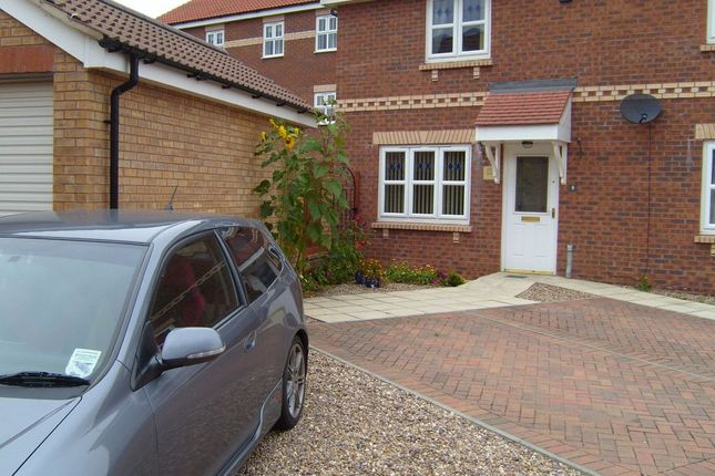 Thumbnail Town house to rent in Twigg Crescent, Armthorpe, Doncaster