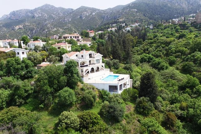5 bed villa for sale in 2201, Bellpai̇s, Cyprus