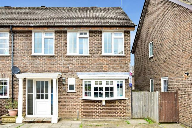 Thumbnail Detached house for sale in Pond Way, East Grinstead, West Sussex