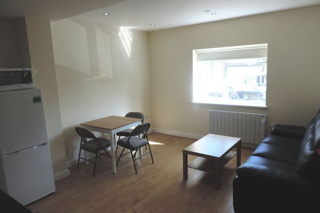 Thumbnail Flat to rent in North Road, Heath, South Glamorgan