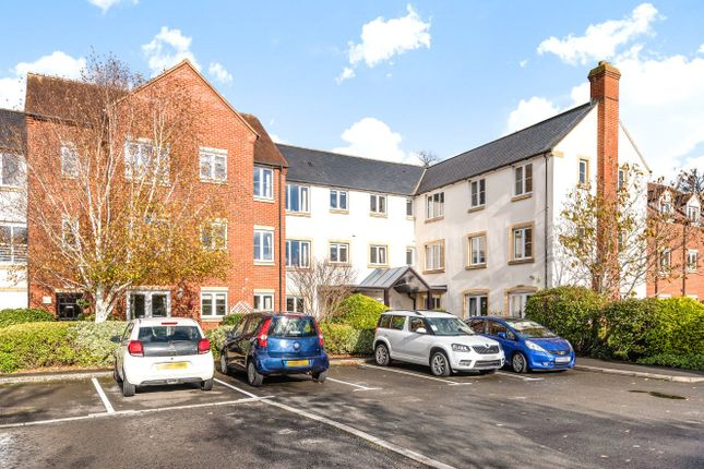 Thumbnail Flat for sale in Dove Court, Faringdon
