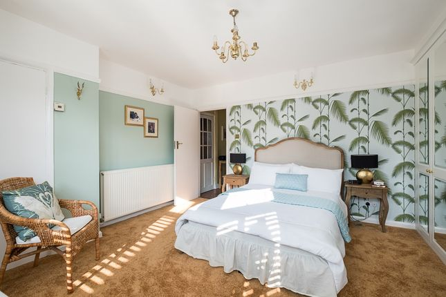 Thumbnail Flat to rent in Saxon Drive, London