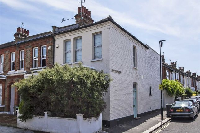 3 bed property to rent in Thornbury Road, London