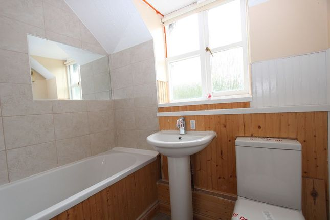 Bathroom of Ashdown House, Rembrandt Way, Reading, Berkshire RG1