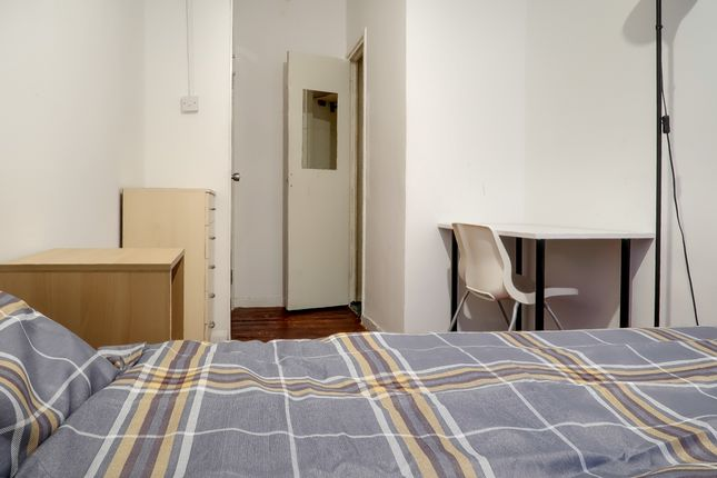 Thumbnail Shared accommodation to rent in Montclare St, London