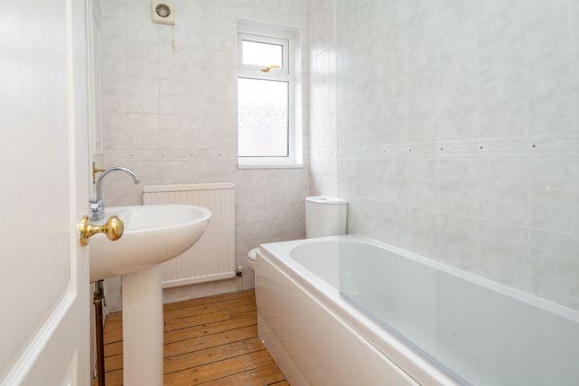 Bathroom 1 of Wellington Street, York YO10