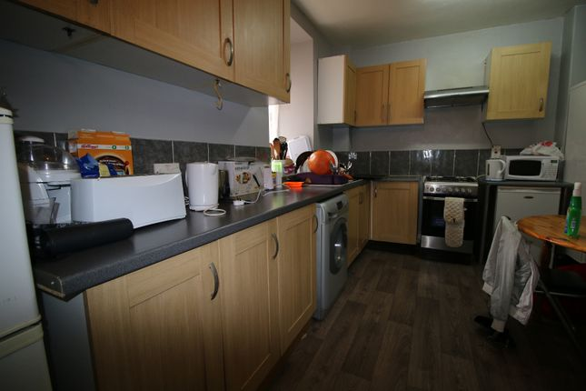 Thumbnail Flat for sale in Gill Street, London