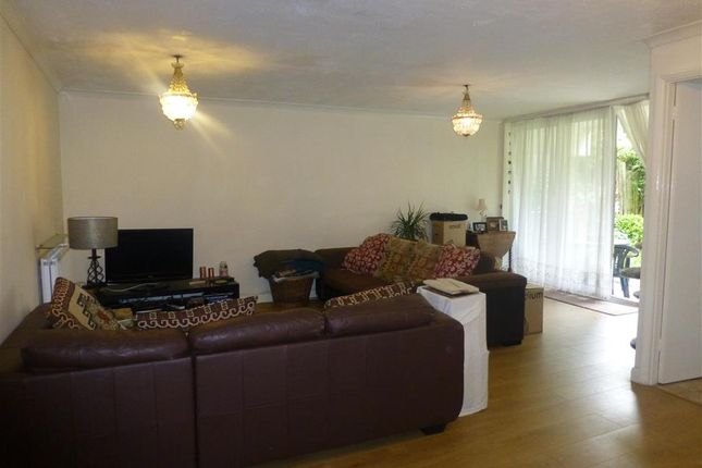1 bed flat for sale in Grange Avenue, Woodford Green, Essex