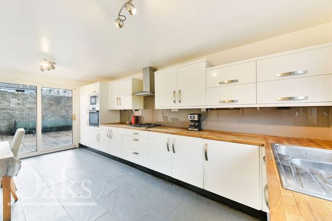 2 bed terraced house for sale in Rusthall Close, Croydon CR0
