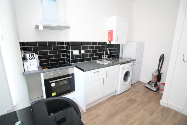 Thumbnail Flat to rent in Crescent Road, Middlesbrough
