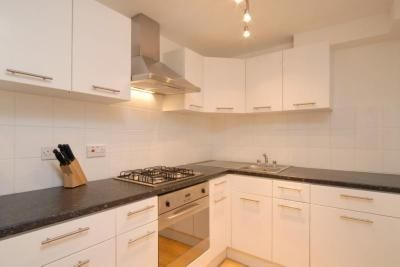 Thumbnail Flat To Rent In Stockwell Park Crescent London