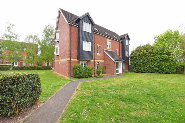 Thumbnail Flat for sale in Harbury Court, Newbury