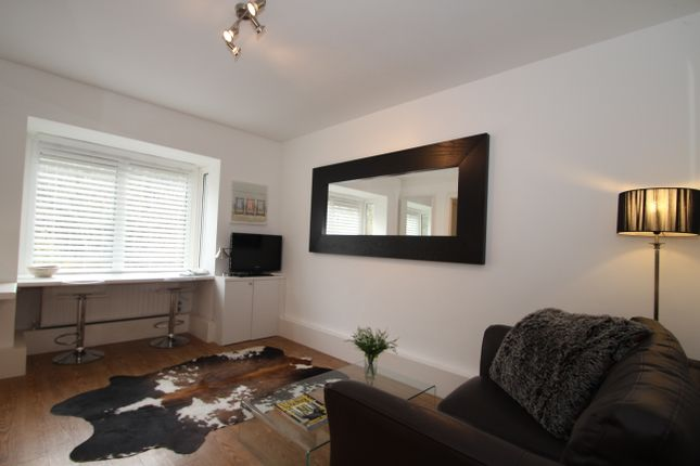 Thumbnail Flat to rent in Cross Lanes, Guildford