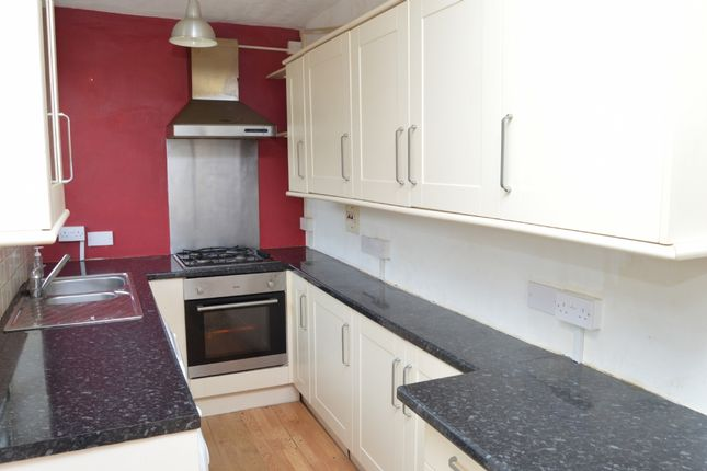 4 bed semi-detached house to rent in Vicarage Road, Hornchurch