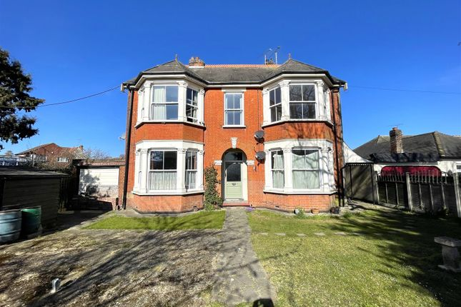 2 bed flat to rent in Rayleigh Road, Hadleigh, Benfleet SS7