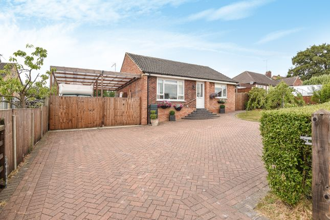 Thumbnail Bungalow for sale in Pleasant Hill, Tadley, Hampshire