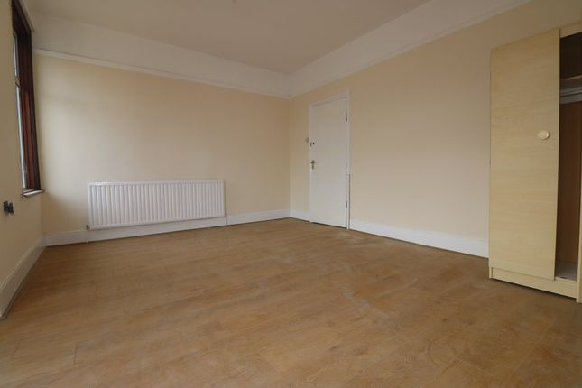 Thumbnail Terraced house to rent in Mayfair Avenue, Cranbrook, Ilford