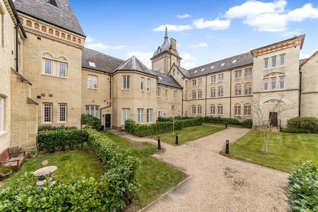 2 bed flat for sale in Kingsley Avenue, Stotfold, Hitchin