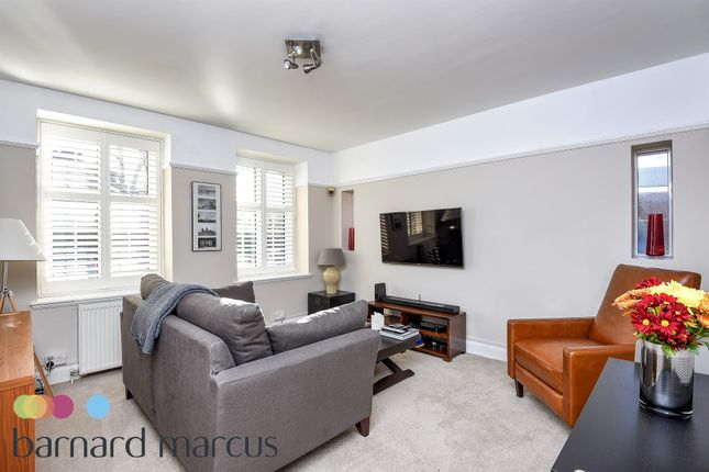 2 bed flat for sale in Heathfield Terrace, London