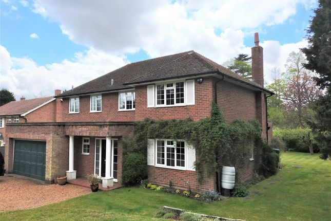 4 bed detached house to rent in Yardley Close, Reigate RH2