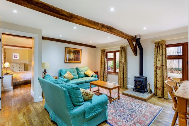 Thumbnail Cottage to rent in Kerves Lane, Horsham