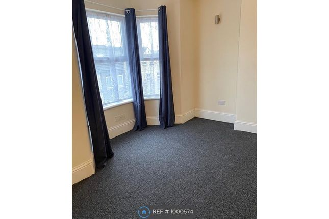 5 bed end terrace house to rent in Luton Road, Chatham ME4