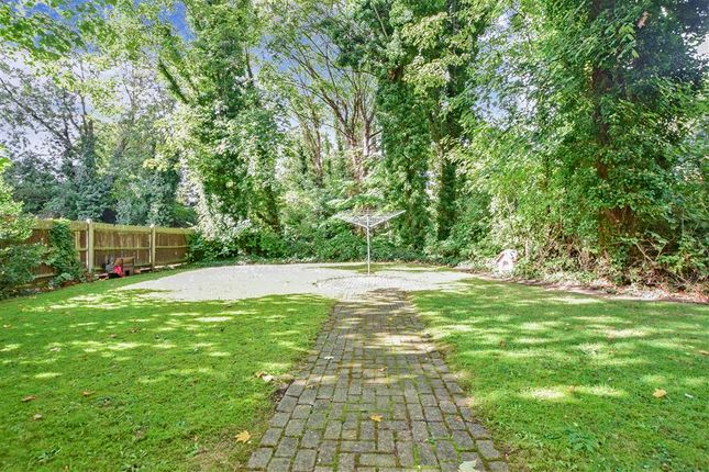 1 bed flat for sale in Rushdon Close, Romford, Essex RM1